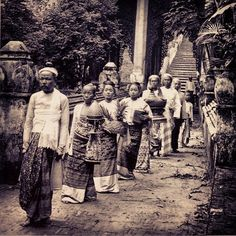 Burmese aristocratic family making an offering at the temple, possibly on Buddhist sabbath day - Mandalay, late 19th century