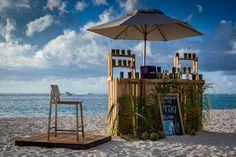 Dinarobin Beachcomber Golf & Spa Resort – ein kleines Fleckchen Paradies auf Mauritius  #Mauritius #Dinarobin #beach Mauritius, Strand Resort, Golfer, White Sand Beach, Gazebo, Outdoor Structures, Patio, Vacation, Outdoor Decor