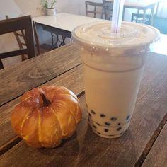 Coffee Milk, Coffee Drinks, Tonkatsu Ramen, Sweet Dreams Bakery, Thai Milk Tea, Peach Green Tea, Boba Pearls, Ice Cup, Tea Places