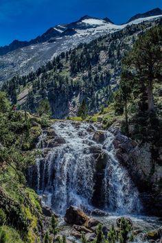 Cascada Forau de Aiguallut. Valle de Benasque. Ribagorza, Aragon. BY NATIONALIMAGES