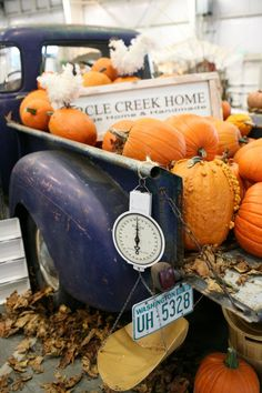 Some day I would love to have a pumpkin farm and an old truck like this and sell pumpkins :) the scale is perfect for the farmers market!