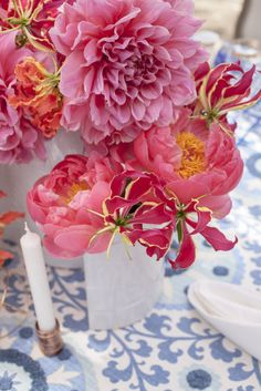 Pink flowers + blue table cloth | MoHa Photography