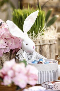 Mesa de café da manhã para comemorar a Páscoa com detalhes e coelhinhos para enfeitar!