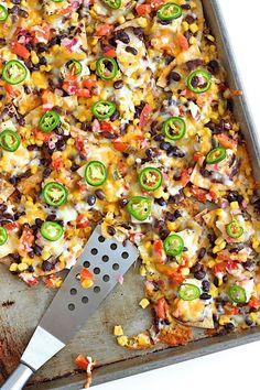 Sheet Pan Chicken & Black Bean Nachos #appetizer