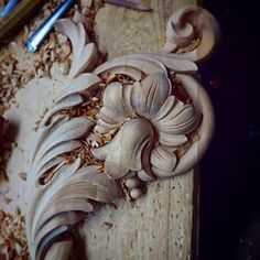 Wood Carving Ideas For a Rustic Home Decor – Design and Decor Wood Carving Designs, Wood Carving Art, Wood Art, Best Wood For Carving, Painted Staircases, Chip Carving, Wood Design, Frame Ornament, Carved Wood