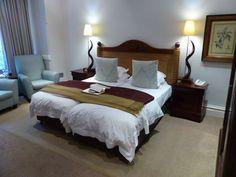 Zimmer im River Manor Hotel, Stellenbosch, Südafrika River, Bed, Furniture, Home Decor, Cape Town, Travel Advice, Decoration Home, Stream Bed, Room Decor