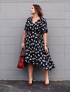 In Kinsey's Closet | The cut and print of this dress remind me of another era
