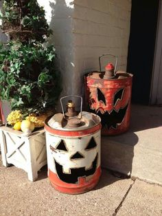 Repurposed oil/gas into Jack-o-lanterns Halloween Projects, Spooky Halloween, Holidays Halloween, Halloween Treats, Halloween Pumpkins, Happy Halloween, Halloween Lanterns, Halloween 2019, Halloween Stuff