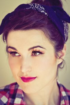 Love the incorporation of false lashes in this look. Pinup Girl Makeup, Pin Up Makeup, Girls Makeup, Makeup Tips, Hair Makeup, Pin Up Looks, Berry Lips, Pin Up Photography, Retro Hairstyles