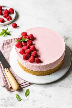 Schnelle Himbeer-Sahne-Torte  - Kleines Kulinarium Healthy Desserts, Easy Desserts, Dessert Recipes, Yummy Recipes, Cupcakes, But First Coffee, Pretty Cakes, Cream Cake, Cake Designs