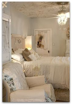 Add Shabby Chic Touches to Your Bedroom Design - For Creative Juice - Feminine Soft Blue Shabby Chic Bedroom. Shabby Chic Design, Shabby Chic Stil, Shabby Chic Cottage, Vintage Shabby Chic, Shabby Chic Homes, Comfy Bedroom, Shabby Chic Bedrooms, Bedroom Vintage, Shabby Chic Furniture