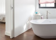Eclisse pocket door systems are a perfect solution for bathrooms. They make the most of usable space in your bathroom, utility, en-suite and toilet.