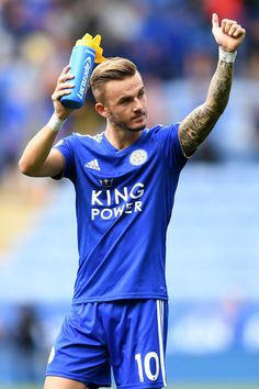 James Maddison of Leicester City applauds fans after the Premier League match between Leicester City and Wolverhampton Wanderers at The King Power Stadium on August 2018 in Leicester, United Kingdom. Leicester City Football, Leicester City Fc, Real Madrid Gareth Bale, James Maddison, National Football Teams, Football Photos, Football Program, Premier League Matches, Wolverhampton