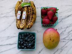 Freezing fruit for smoothies. yes there is actually a right way to freeze fruit! Healthy Smoothies, Smoothie Recipes, Dessert Bullet Recipes, Juicer Recipes, Nutribullet Recipes, Freezing Fruit, Slushie Recipe, Tasty, Yummy Food