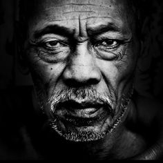 Black and White Photography People: Get Professional Looking Pictures With These Tips – Black and White Photography Black And White Portraits, Black And White Photography, Old Faces, Foto Art, How To Pose, People Of The World, Interesting Faces, Portrait Inspiration, Apocalypse