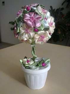 топиарий с цветами из лент