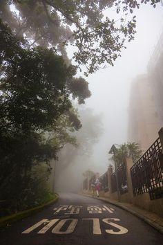 Foggy day, Hong Kong, 2013, photograph by Thorsten Henning.
