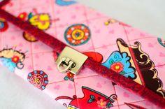 Carteira Spirit, uma carteira elegante, muito mais completa, tamanho adequado pra quem gosta de utilizar uma bolsinha de mão. Visite http://www.elo7.com.br/carteira-spirit/dp/26D725