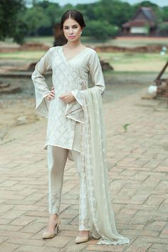 Dark Skin 3 piece unstitched pret dress by Taana Baana Eclat collection 2018  #collection #spring #readytowear #pret #casual #formal #stitched #luxury #unstitched #online #lawn #lahore #karachi #newyork #pakistani #indian #alkaram #zeen #nishatlinen #nishat #khaadi #limelight #khaddar #daraz #2018 #discount #kapray #designer #branded #shalwar #qameez #kurta #kurti #tunics #birdal #wedding #bride #silk #chiffon #pelpum #shirt #dresses #women #embroidered #printed #digital #sexy #party Sleeve Designs, Dress Designs, Casual Dresses, Fashion Dresses, White Suits, Pakistani Outfits, Indian Wear, Traditional Outfits, Dress Patterns
