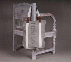 Брезентовая сумка ручной работы из армейского тента с кожаными ручками и широким ремнем.  Образец современного дизайна, выполнен в стиле Vintage,  Отл