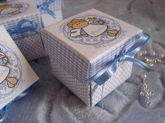 Caixinha em papel opaline 180g para lembrança de batizado, com mini terço.. A arte pode ser totalmente personalizada para a idéia do cliente..  Dentro da caixa colocamos geralmente a foto do bebê e a mensagem de agradecimento.. R$ 5,00