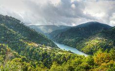 La Ribeira Sacra es uno de los lugares más bellos de Galicia. vale la pena descubrir los paisajes que esconde esta región y sus bellas joyas del románico.