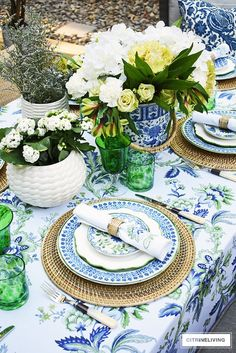 AN ELEGANT OUTDOOR SUMMER TABLESCAPE Gorgeous blue, white, and green elegant summer tablescape with a laid back look that's sophisticated and chic! See how to pull this look together for your summer entertaining.