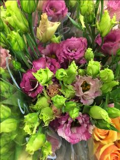 Lisianthus - Savanne so pink. Sold in bunches of 10 stems from the Flowermonger the wholesale floral home delivery service.
