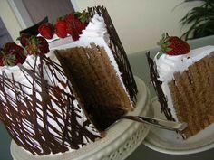chocolate cake with cream and strawbwrries