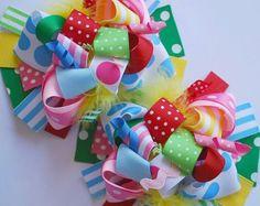 Este arco ha sido creado para que coincida con ropa de boutique de moda para niño y niña. Arco está repleto de aqua y turquesa brillante y verde limón
