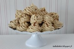 Tarun Taikakakut: Kinuskiset marengit / Fariinimarengit No Bake Cake, Garlic, Stuffed Mushrooms, Food And Drink, Sweets, Candy, Baking, Vegetables, Koti