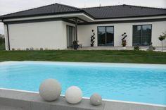 Bazén s žulovým okrajem