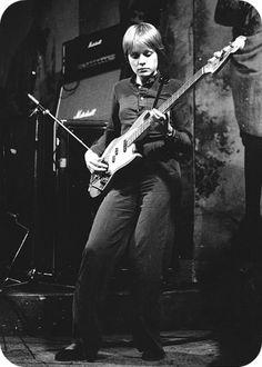 Top 10 Female Bass Guitar Players