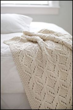 US-based Brooklyn Tweed holds a passion for sophisticated and elegant knitwear patterns. Offering modern designs for the modern knitter, Brooklyn Tweed tailors their patterns to their catalog of American-made yarn. Brooklyn Tweed, Knitted Afghans, Knitted Blankets, Baby Blankets, How To Purl Knit, Knit Purl, Knit Patterns, Blanket Patterns, Stitch Patterns