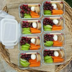 clean-eating-bento-boxes (lunch snacks for work) Clean Eating Recipes, Clean Eating Snacks, Healthy Eating, Healthy Meal Prep, Healthy Snacks, Healthy Recipes, Vegetarian Meal, Healthy Kids, Essen To Go