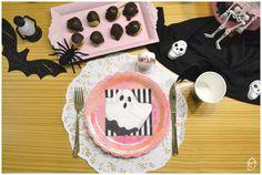 Mesa café da tarde para o Halloween Halloween, Birthday Cake, Desserts, Candy Table, Embellishments, Mesas, Tailgate Desserts, Birthday Cakes, Deserts