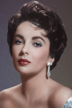 Elizabeth Taylor defined modern celebrity and is considered the last classic Hollywood icon. Elizabeth Taylor Trust and Elizabeth Taylor Estate. Hollywood Stars, Hollywood Icons, Old Hollywood Glamour, Hollywood Fashion, Golden Age Of Hollywood, Hollywood Actresses, Classic Hollywood, Hollywood Actor, Vintage Hollywood