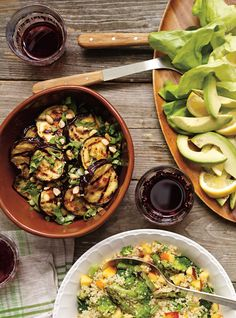 Recette de Ricardo d'aubergines grillées aigres-douces et fines herbes Saveur, Kung Pao Chicken, Vegetable Recipes, Side Dishes, Bbq, Vegetarian, Vegan, Meals, Vegetables