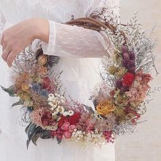 wreath bouquet【eternity】|ブーケ|aco_wedding.lilla|ハンドメイド通販・販売のCreema Wedding Wreaths, Diy Wedding Flowers, Bridal Flowers, Floral Wedding, Wedding Bouquets, Bridesmaid Bouquet, Modern Flower Arrangements, Hand Bouquet, Floral Hoops