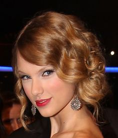 taylor's glamorous 1920s updos