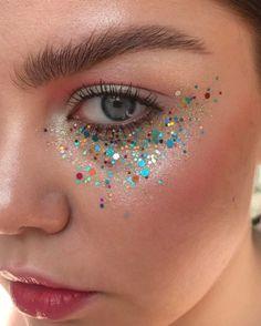 No Panda eyes anymore, instead glittery under eye zone. #LetThePartyStart #Glitter Makeup credit: stella.s.makeup Glitter Carnaval, Make Carnaval, Skull Makeup, Makeup Art, Beauty Makeup, Glitter Face Makeup, Glitter Eyeshadow, Sparkle Makeup, Halloween Makeup Glitter