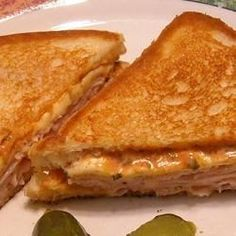 These grilled turkey sandwiches get a spicy kick from pepperjack cheese, zippy salsa, and bright green onions.