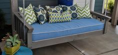 Tutorial: Hanging Daybed Swing  http://club.conservationgardenpark.org/2012/08/diy-blogger-house-tutorial-hanging-daybed-swing/#