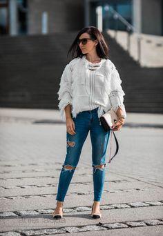 Sweater Weather | Outfit Fransenpullover Ebonie n Ivory, ripped Jeans, Chanel Lookalike Pumps von Zara | Julies Dresscode | #ootd #winterstyle #juliesdresscode #fashionblogger