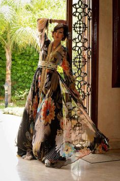 Image shared by mhd yichrak. Find images and videos about caftan and kaftan morocco on We Heart It - the app to get lost in what you love. Arab Fashion, Ethnic Fashion, Love Fashion, Morocco Fashion, Fashion Beauty, Moroccan Caftan, Moroccan Style, Style Marocain, Moda Formal