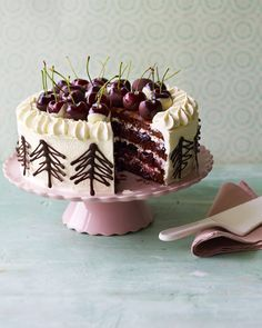 You can't beat a classic cake - and Mary Berry's crowd pleasing Black Forest gâteau makes a wonderful make-ahead dessert for special occasions (Chocolate Souffle Mary Berry) Gourmet Desserts, Make Ahead Desserts, Dessert Recipes, Baking Desserts, Plated Desserts, Summer Desserts, Cupcakes, Cupcake Cakes, Cupcake Ideas