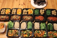 High Protein Vegan Meal Prep for the Week – Cheap Lazy Vegan. Recipes: Chocolate Peanut Butter Muffins (Vegan, Gluten-Free, Oil-Free), High-Protein Spaghetti with Chickpea Balls (Vegan, Gluten-Free, Oil-Free), Seitan & Vegetables Stir Fry with Brown Rice.