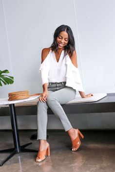I love this entire outfit. The grey denim, neutral heels and off the shoulder top. Denim Fashion, Womens Fashion, Fashion Tips, Runway Fashion, Fashion Trends, Stitch Fix Outfits, Denim Trends, Stitch Fix Stylist, Style Me