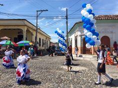 Desfile colorido por las calles de #Suchitoto #ElSalvador | SUCHITOTO.TOURS@gmail.com