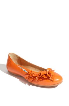 I know the hubby would laugh at me for wearing orange shoes...but these are cute!